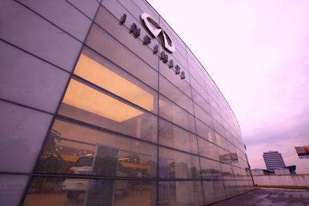 nissan: Nissan infiniti automobile showroom