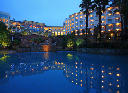 intercontinental: Night view of the resort