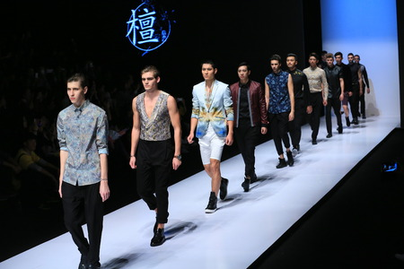 mannequins hommes: Male models on the runway