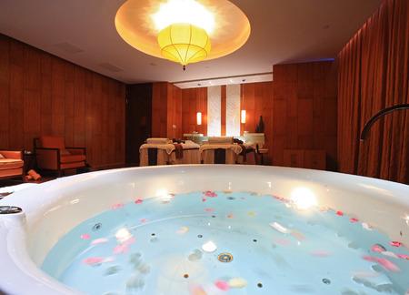 shangrila: A spa room in Shangri-La Hotel, Ningbo