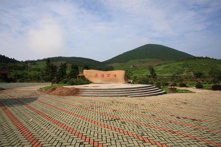 ding: Dong Hai Yun Ding written on a huge rock