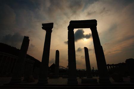 templo griego: Réplicas de templo griego en el parque de atracciones