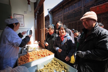 queueing: People queueing to buy the traditional snack in Nantang Old Strreet