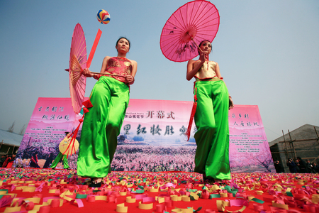 china people: Models posing on stage