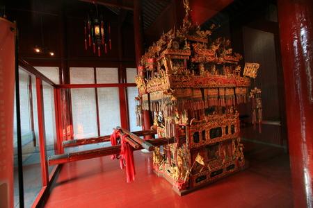 mile: Display of sedan chair of the Ten Mile Red Dowry in Ningbo