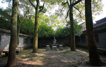 qin: Statue of Fan Qin the founder of Tian Yi Ge