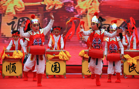 chinese drum: Children performing in a cultural temple festival in Ningbo