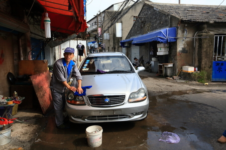 back alley: Car wash in a back alley