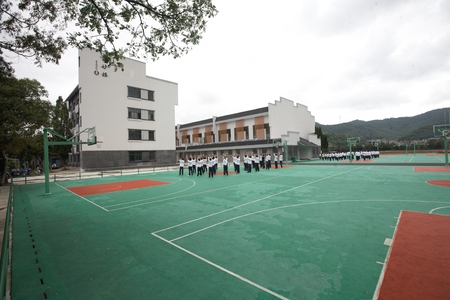 educacion fisica: Los estudiantes de secundaria que ejercen durante su educación física