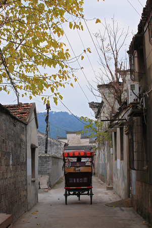 rikscha: Rickshaw in an alley