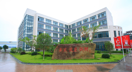 eslogan: A rock tablet with Chinese slogan infront of a building