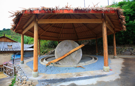millstone: Millstone in Yinzhou Siming Mountain Resort Editorial