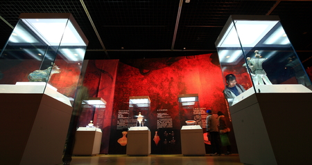 only three people: People in the national treasure showroom of Yinzhou museum