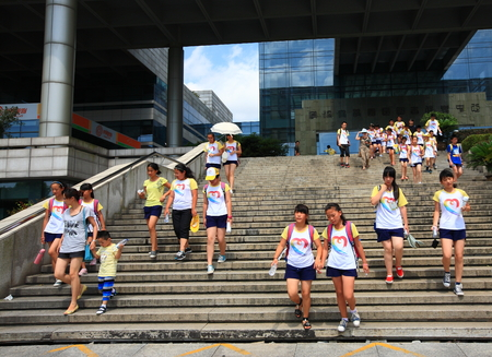 niñas chinas: Students walking down the stairs from the Library and information center at the university zone of Ningbo Editorial
