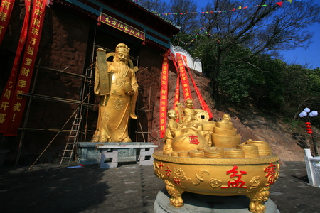 treasurer: Golden sculptures in a garden