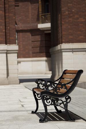 vago: cadeira de madeira vago Imagens