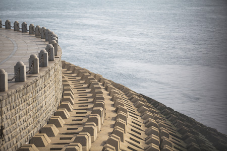 breakwater: rompeolas contra las olas
