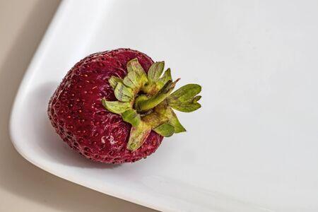 fress strawberry with leaf Stok Fotoğraf - 128064738