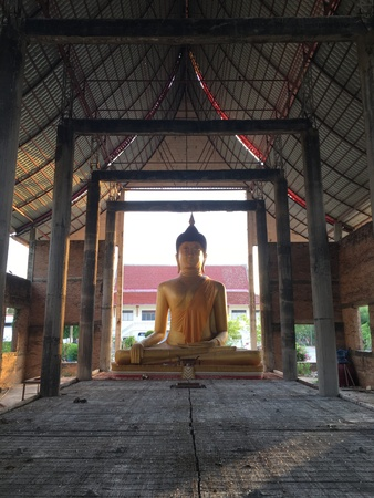 thai believe: Golden Buddha in the construction building