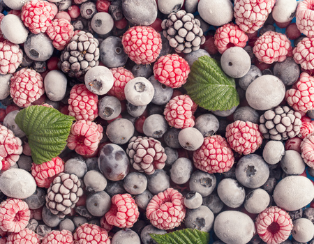 모듬 된 냉동 딸기 배경