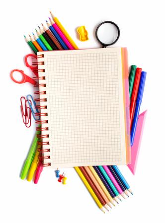 papeleria: Bloc de notas en artículos de papelería coloca alrededor en blanco por encima