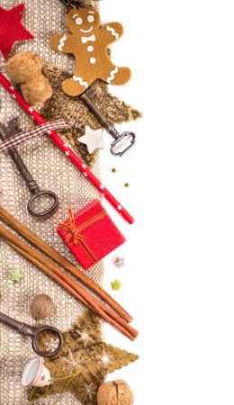 다양 한 크리스마스 장식입니다. 복사본 공간와 흰 배경에 고립. 수직 테두리