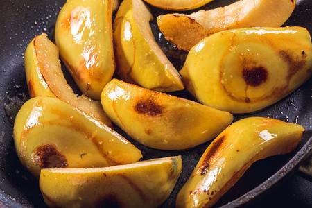 roasting pan: Roasting quinces in pan