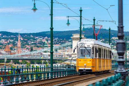 Yellow tram in Budapest 新闻类图片