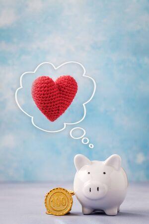 Piggy bank and heart Reklamní fotografie