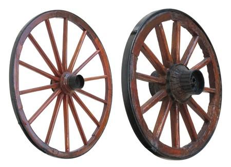 carreta madera: Objetos de la Cesta de ruedas de madera y de hierro revestidos, aislados Foto de archivo