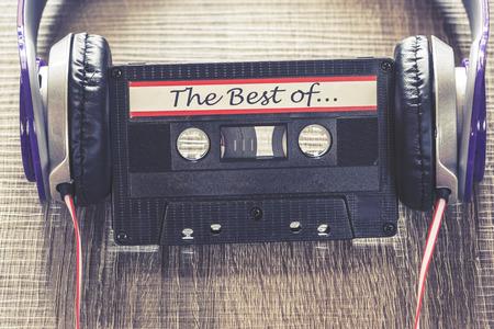 Audio-Kassette mit Ihrer Lieblingsmusik. Cross verarbeitet Bild mit geringer Tiefenschärfe Standard-Bild
