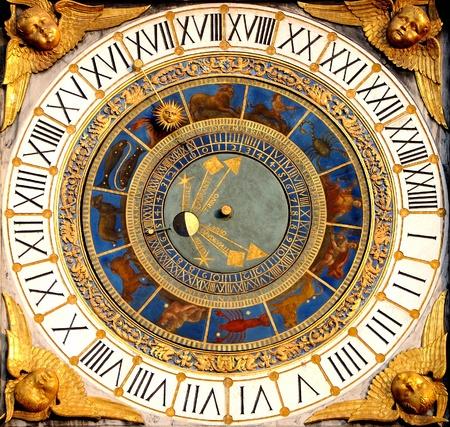 reloj antiguo: Renacimiento, Reloj Astronómico en Brescia, Italia año 1540-50 Muestra horas, fases lunares y el zodíaco Editorial
