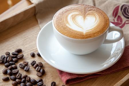 Une forme de c?ur parfait latte café ' Banque d'images - 42347408
