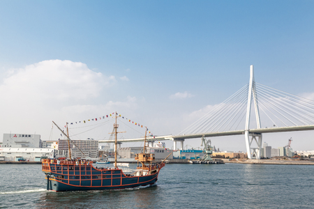 OSAKA, JAPAN - MARCH 19, 2017 :Osaka Bay Cruise Santa Maria is one of the most exciting trips. It departs for a complete tour from Osaka Aquarium Kaiyukan at Tempozan Harbor Village. Banque d'images - 115361583