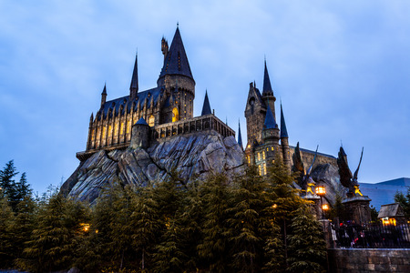 OSAKA, JAPAN - MARCH 20, 2017 : Hogwarts School in Harry Potter Attraction Zone in Universal Studio Japan Banque d'images - 115361590