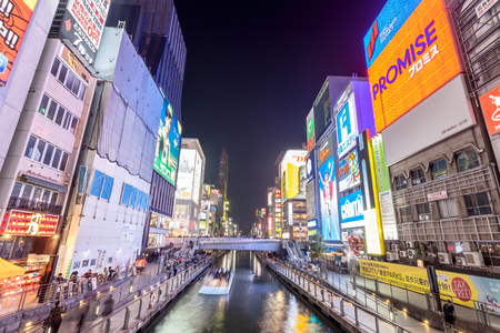 OSAKA, JAPAN - MARCH 19, 2017 : Dotonbori is one of Osaka's most popular tourist destinations, this street runs parallel to the Dotonbori canal. It is a popular shopping and entertainment district Banque d'images - 115361595