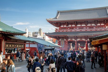 TOKYO, JAPAN - MARCH 22, 2017 : Senso-ji (also known as Asakusa Kannon Temple) is an ancient Buddhist temple located in Asakusa, Tokyo, Japan. Banque d'images - 115361598