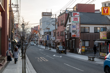 YUFUIN, OITA, JAPAN - MARCH 17,2017 :Yufuin main street from railway station has many shop for food, dessert and gift, Located in Oita prefecture, Japan Banque d'images - 115361604
