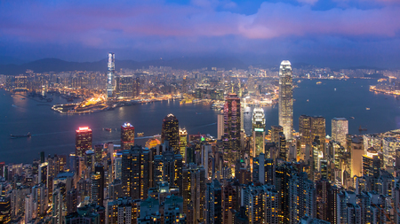 Hong Kong from the Peak in Twilight. Banque d'images - 126628462
