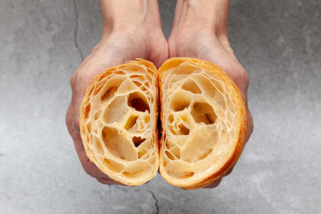 Honeycomb in sliced croissant according to the number of folds on cement background. 版權商用圖片 - 162177511