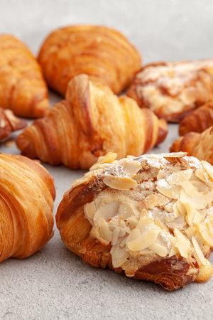 Fresh baked croissants on cement background 版權商用圖片 - 162177516