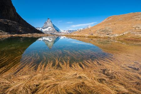 Reflection of Matterhorn, Swiss Alps Imagens