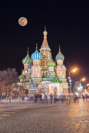 Saint Basils Cathedral at night, Red Square, Moscow, Russia Редакционное