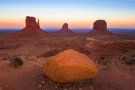 monument valley: Monument Valley at sunset, Utah, USA