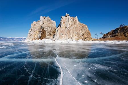Lac Baïkal en hiver Banque d'images - 48718510