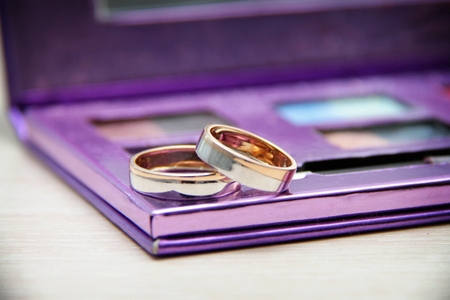 Wedding rings on a lilac palette. Wandering focus