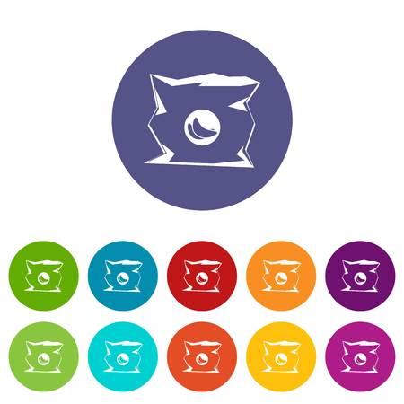 Bolsa arrugada de chips establece iconos en diferentes colores aislados sobre fondo blanco
