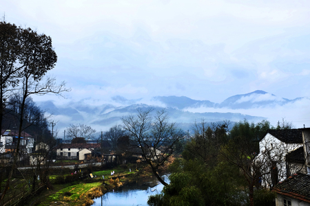 ling: Anhui Chizhou City Ling town is a picturesque water Che beautiful scenery is a good place, after the rain the morning scenery is even more beautiful, Liulianwangfan.