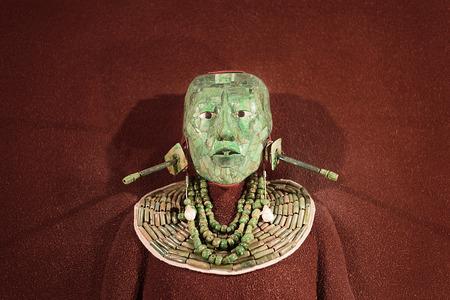 Maschera funebre Jade mosaico e gioielli trovati nella tomba di Maya re Pakal da Palenque, ora nel Museo Nazionale di Antropologia, Città del Messico Archivio Fotografico - 71001212