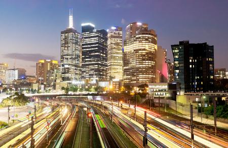 multiple exposure: Ferrovia a Melbourne durante la notte, l'esposizione multipla Archivio Fotografico